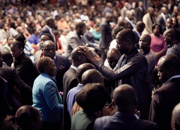 Emmanuel Makandiwa Prays for Over 4000 People During Healing Session