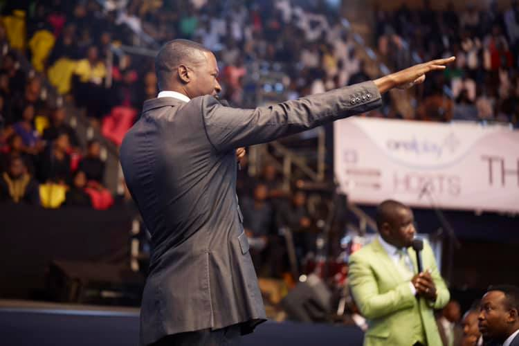 Healing Session With Emmanuel Makandiwa Leaves Thousands With Testimonies