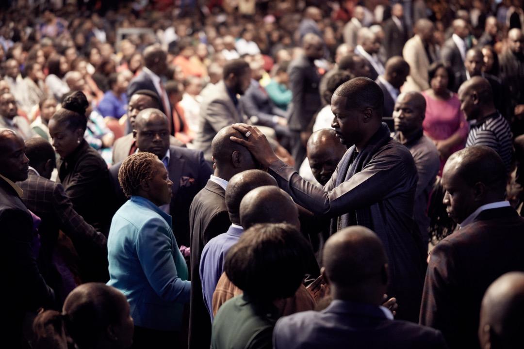 Emmanuel Makandiwa Prays for Over 4000 People During Healing Session
